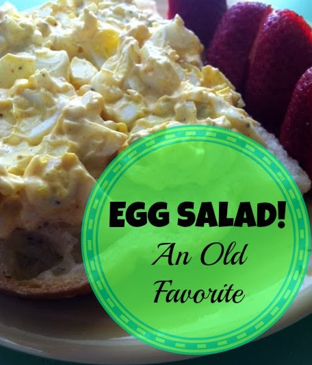 Need a quick lunch that's nutrient-rich? This egg salad can be made ahead of time or in bulk and enjoyed for a week. // The Ezer Wife